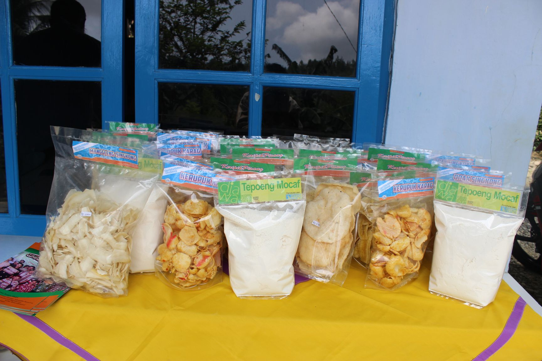 Produk olahan singkong Koperasi Serayu Mukti yang dapat menjadi media promosi Kampung Mocaf