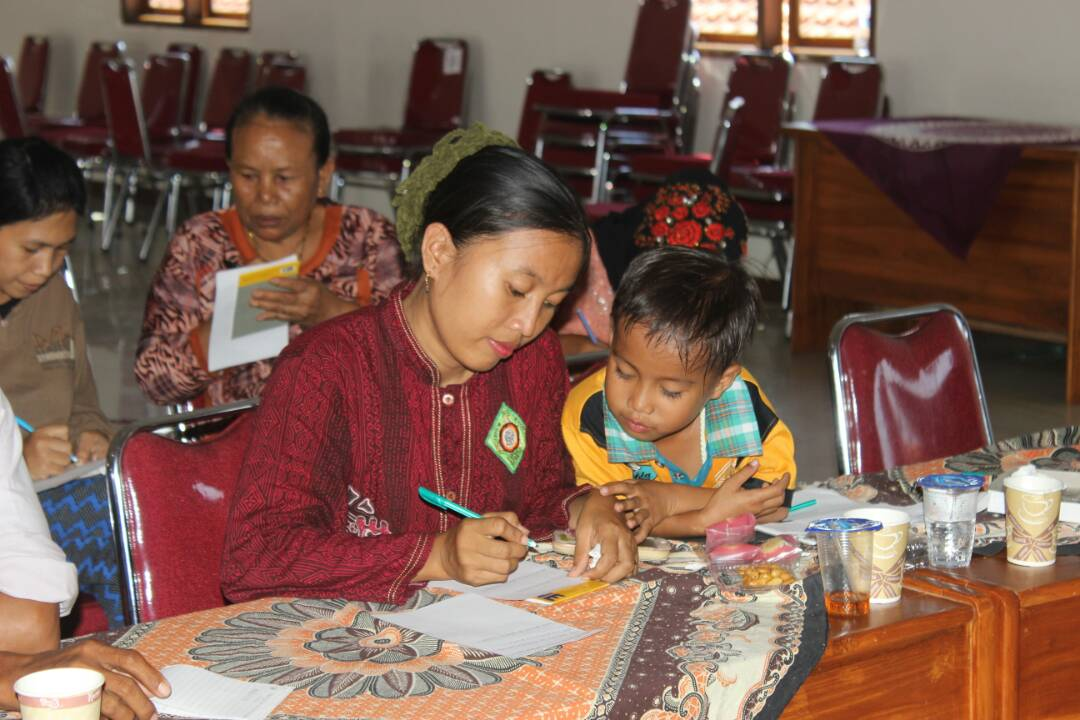 Renstra dihadiri juga oleh kaum perempuan. Hal ini menunjukkan bahwa perempuan juga harus terlibat dan berperan aktif dalam kegiatan publik.