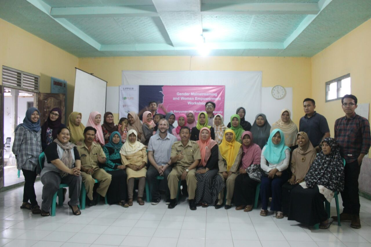 Pelatihan Gender Mainstreaming and Woman Empowerment Untuk Petani Gula Di Banyumas